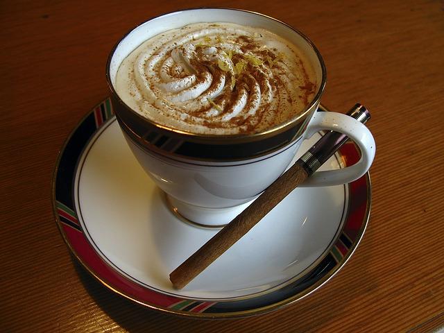 Kawa arabica – artystyczne filiżanki do kawy