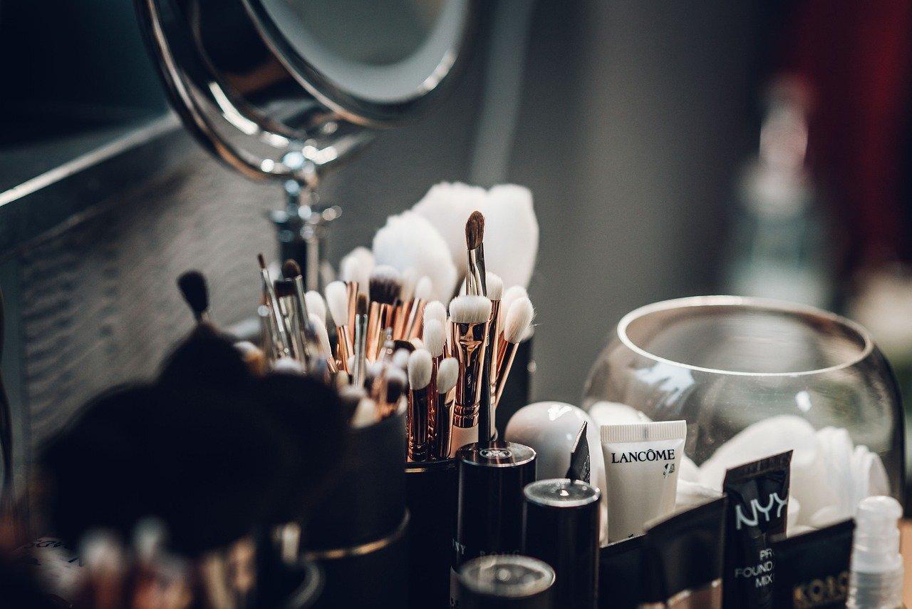 Top 5 podstawowych kosmetyków do makijażu