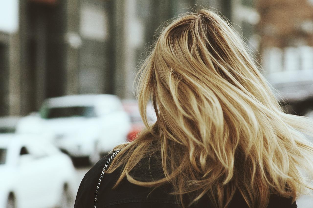 Jak uzyskać chłodny blond?